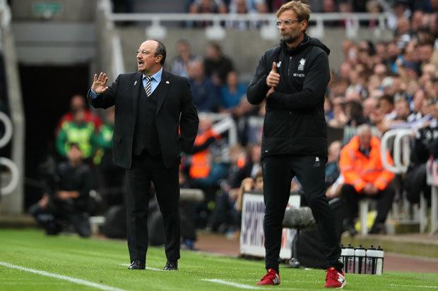 Jurgen Klopp και Rafa Benitez δίνουν οδηγίες