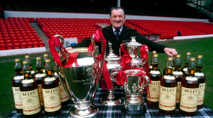 Ο Bob Paisley, με τα τρόπαια που κατέκτησε με την Liverpool.