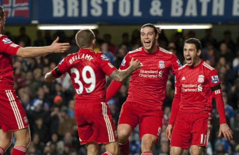 Οι παίκτες της Liverpool πανηγυρίζουν το γκολ του Maxi