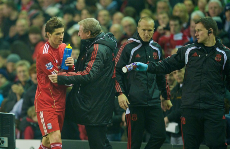 O Torres αποχωρεί αλλαγή από το Anfield στη νίκη της Liverpool