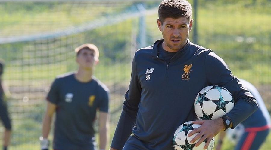 Ο Gerrard στην προπόνηση της under 18.