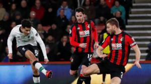 O Coutinho σκοράρει απέναντι στη Bournemouth