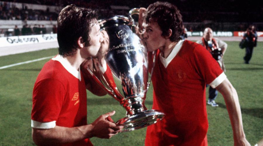 Ο Jimmy Case με το βαρύτιμο τρόπαιο του Uefa Cup.