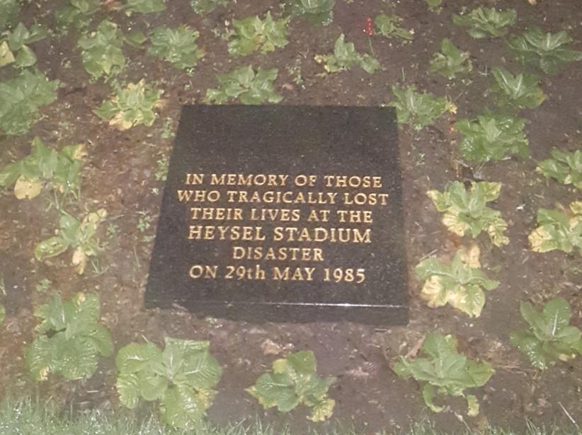 Επιγραφή για τα θύματα του Heysel