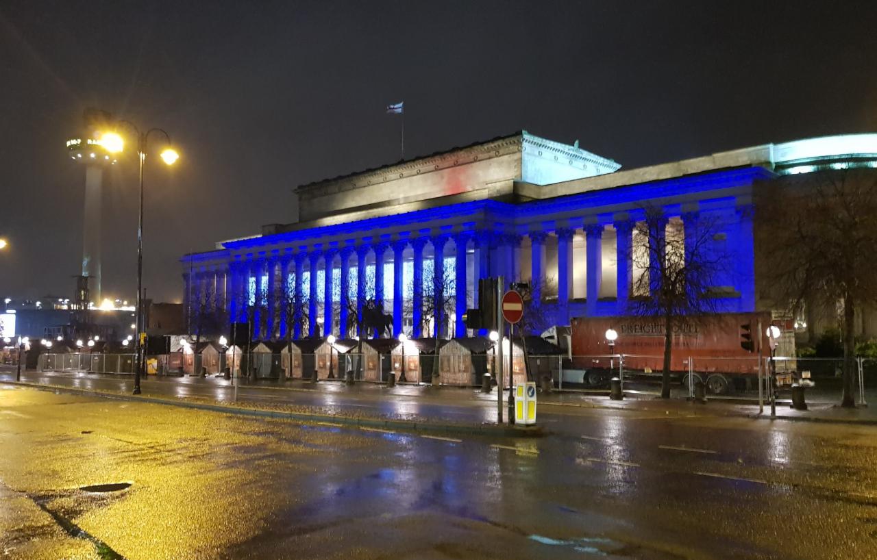 Άφιξη στο βροχερό Liverpool