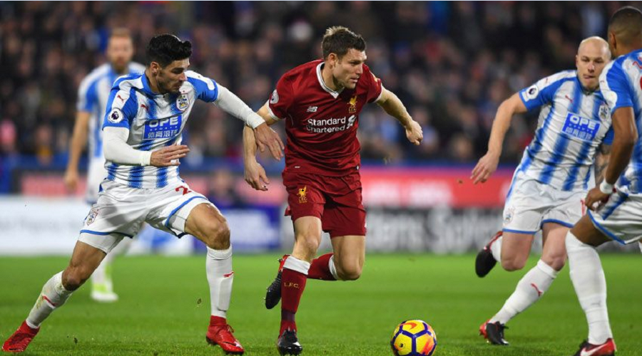 O Milner σε φάση από το παιχνίδι με την Huddersfield.
