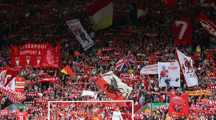 Γυμνό από σημαίες και πανό το Anfield το Σάββατο.
