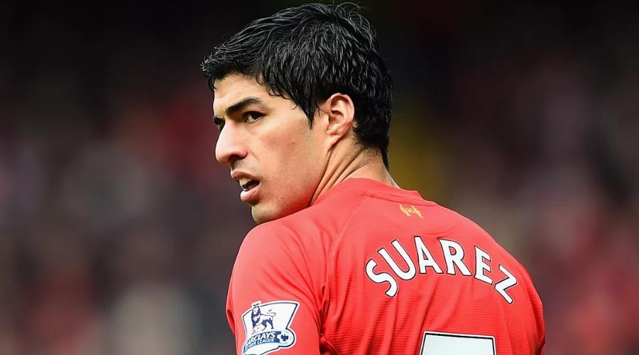 Ο Luis Suarez με την φανέλα της Liverpool.