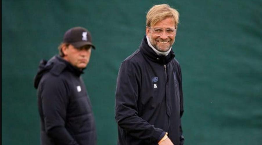 Με τον δικό του τρόπο απάντησε στο θέμα της παραμονής του στον πάγκο της Liverpool ο Klopp.