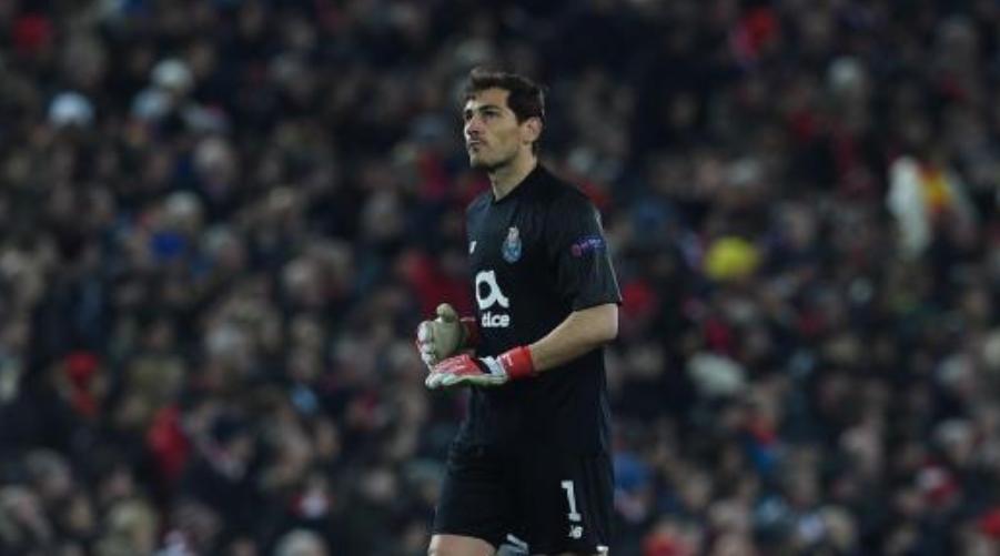 To Kop χειροκρότησε τον Iker Casillas και εκείνος ανταπέδωσε