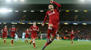 O Alex Oxlade-Chamberlain πανηγυρίζει την καλύτερη (μέχρι τώρα) στιγμή του με τη φανέλα της Liverpool, το γκολ του εναντίον της Manchester City στο προ-περσινό Champions League.