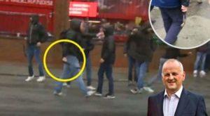 Η στιγμή της επίθεσης στον Sean Cox.