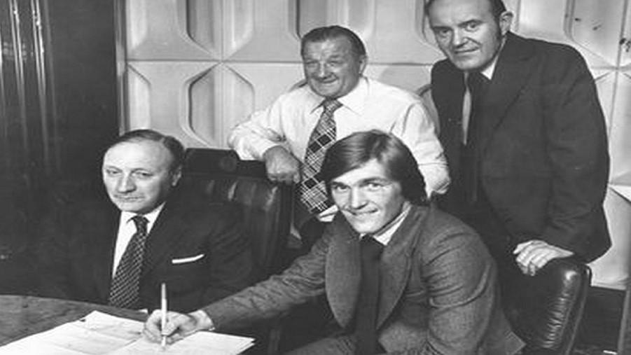 Σαν σήμερα: 10/8/1977 Υπογράφει ο «King» Kenny Dalglish