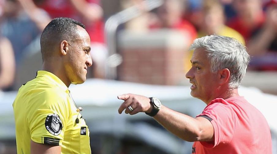 O Mourinho δεν χάνει ευκαιρία να μιλήσει για τη Liverpool