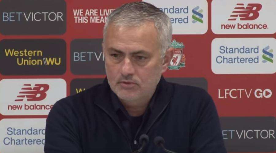 O Jose Mourinho στη συνέντευξη τύπου του στο Anfield τον περασμένο Δεκέμβρη, δύο μέρες πριν απολυθεί από τη Manchester United.