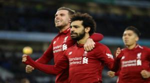 O Henderson πανηγυρίζει μαζί με τον Salah το γκολ του Mo.