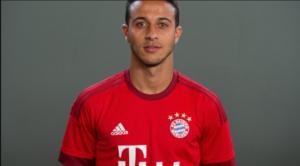 O Thiago Alcantara με τη φανέλα της Bayern Μονάχου.