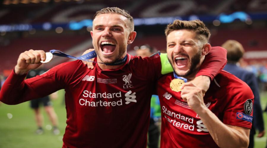 Henderson και Lallana πανηγυρίζουν την κατάκτηση του Champions League.