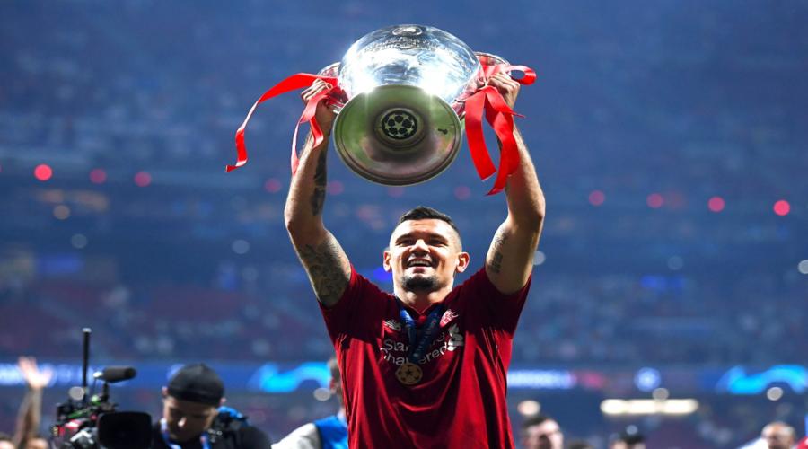O Dejan Lovren με την κούπα του Champions League.