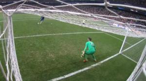 Η στιγμή της εκτέλεσης του τελευταίου penalty της Chelsea, από τον Tammy Abraham.