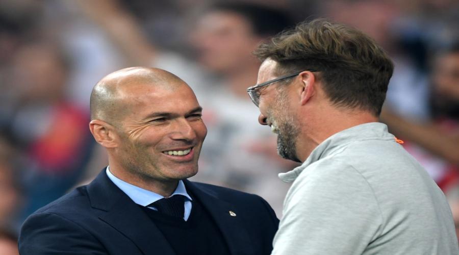 Jurgen Klopp και Zinedine Zidane αστειεύονται μεταξύ τους πριν την έναρξη του τελικού του Κιέβου.