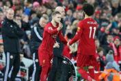 O Harvey Elliott παίρνει τη θέση του Mo Salah στο παιχνίδι με τη Sheffield United στο Anfield, το πρώτο της Liverpool για το 2020.