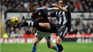 James Milner και Jose Enrique αντιμέτωποι σε παλιό αγώνα της Newcastle εναντίον της Aston Villa.