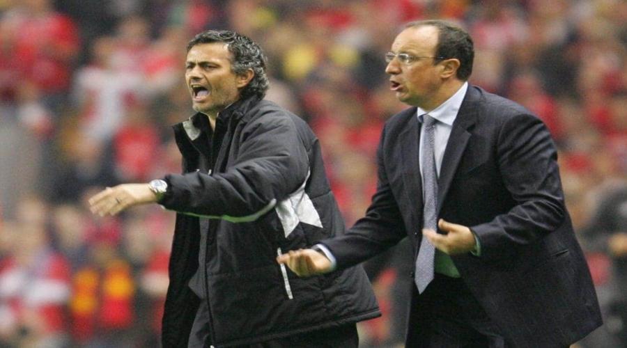 Rafa Benitez και Jose Mourinho την εποχή της αντιπαλότητάς τους στους πάγκους των Liverpool και Chelsea.