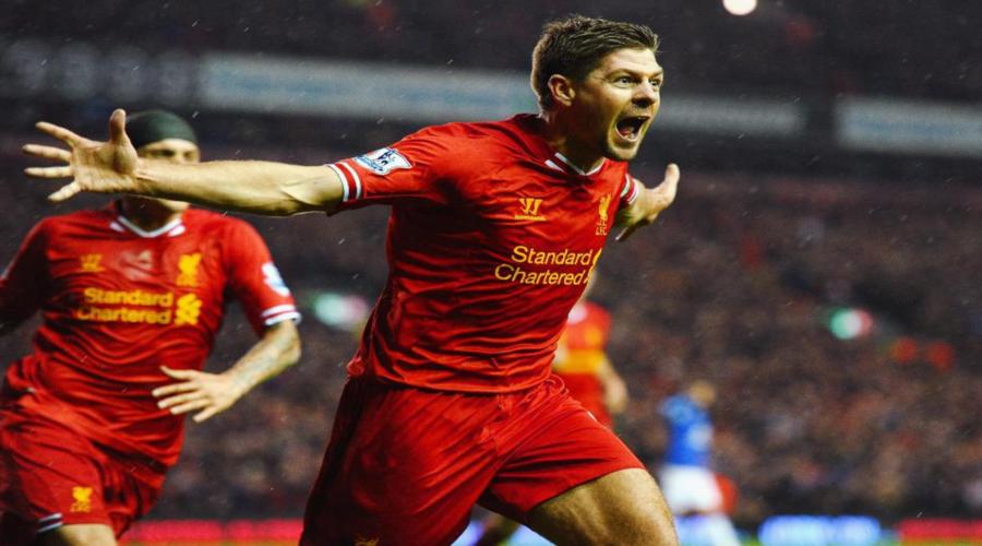 Ο Steven Gerrard πανηγυρίζει στο 4-0 επί της Everton τον Ιανουάριο του 2014.