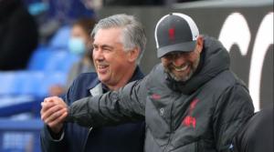 Jurgen Klopp και Carlo Ancelotti πριν την έναρξη του Merseyside Derby.