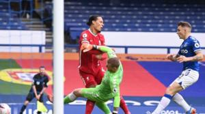 H στιγμή του τραυματισμού του van Dijk.