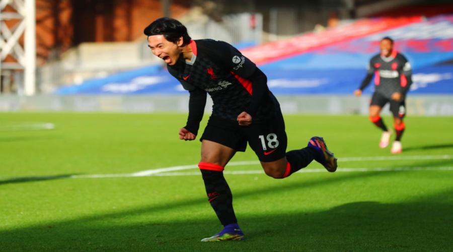 O Takumi Minamino πανηγυρίζει το γκολ του στην έδρα της Crystal Palace.