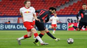 O Mo Salah κάνει το 0-1 εναντίον της Λειψίας.