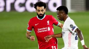 Salah και Vinicius Jr. σε διεκδίκηση της μπάλας στο χθεσινό Liverpool-Real.