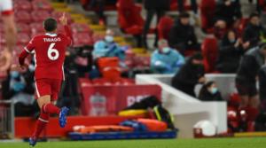 O Thiago πανηγυρίζει το γκολ του.