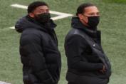 Joe Gomez και Virgil van Dijk.