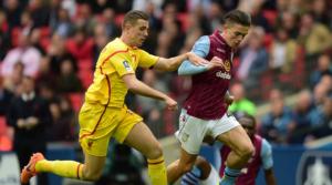 Jordan Henderson εναντίον Jack Grealish σε παιχνίδι Aston Villa-Liverpool πριν λίγα χρόνια.